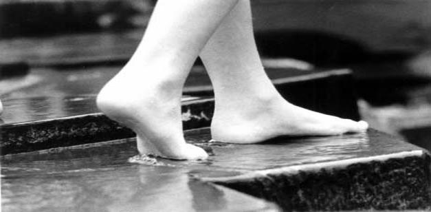 es-seguro-caminar-descalzo-por-la-ciudad_ampliacion